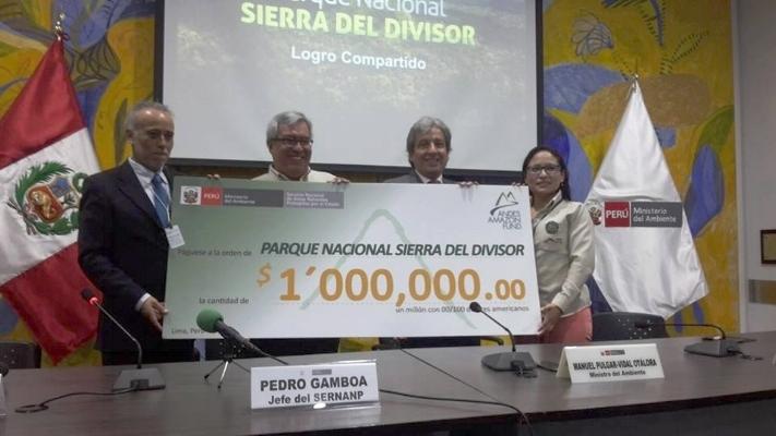 Program Director Enrique Ortiz presents AAF's contribution to Sierra del Divisor's initial management.